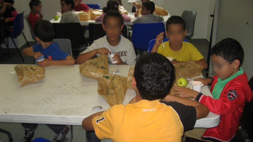 La Cruz Roja ofrece un servicio de meriendas solidarias para menores de familias con pocos recursos.