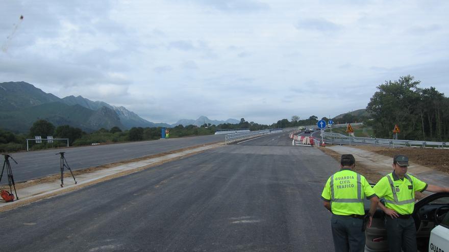 Fomento pone en servicio el tramo de la A-8 entre Llanes y San Roque