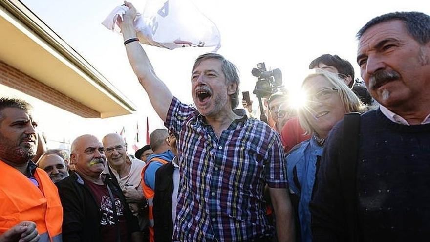 Rafael Díez Usabiaga a su salida de prisión de El Dueso. |