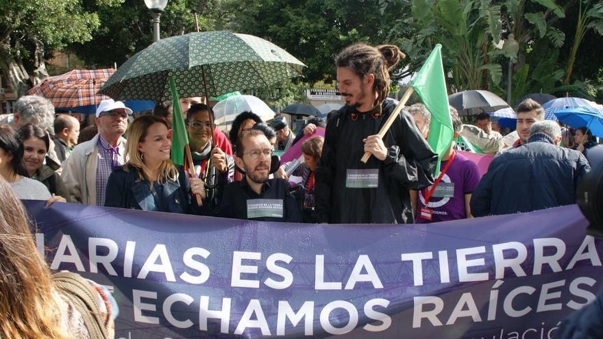 Pablo Echenique, junto al diputado Alberto Rodríguez, hizo acto de presencia al comienzo de la protesta