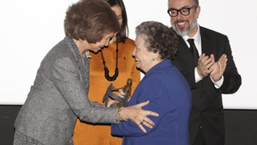 Su Majestad La Reina Entrega A María Galiana El Premio Al Cine Y Los Valore