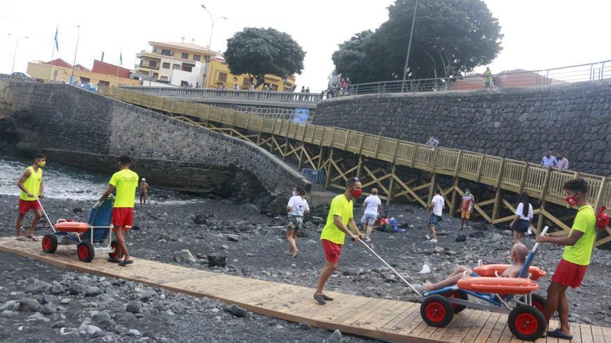 Garachico inaugura la rampa de accesibilidad de la playa de El Muelle