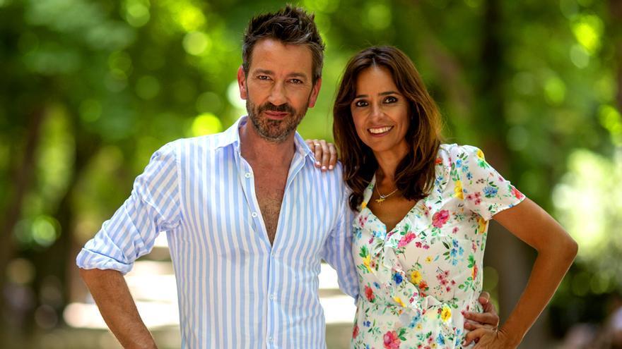 David Valdeperas y Carmen Alcayde, presentadores de Aquí hay madroño