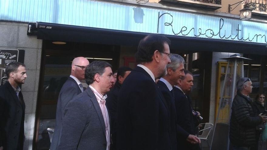Rajoy termina su recorrido por Ávila con una visita a la tumba de Adolfo Suárez
