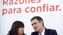 Pedro Sánchez junto a Cristina Narbona.