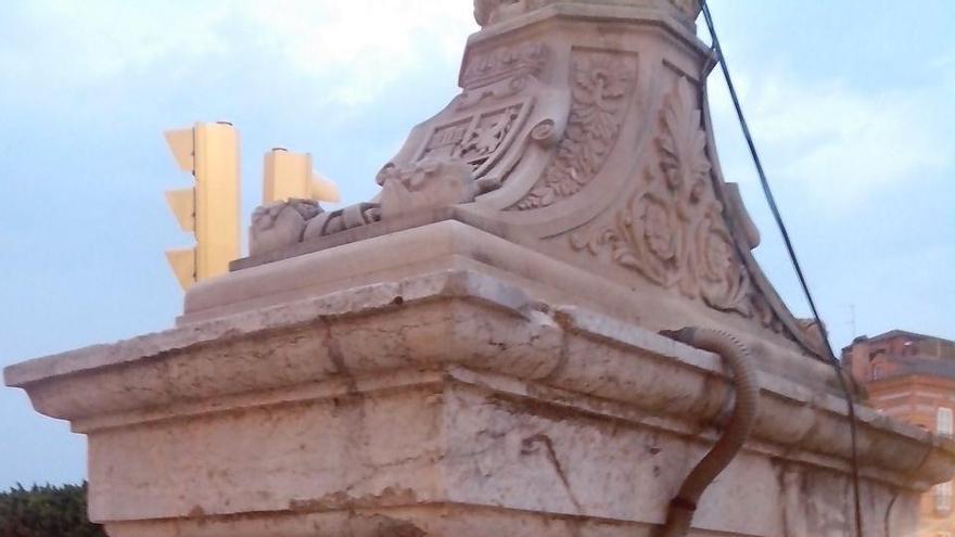 Instalaciones denunciadas en el Puente Viejo, Murcia