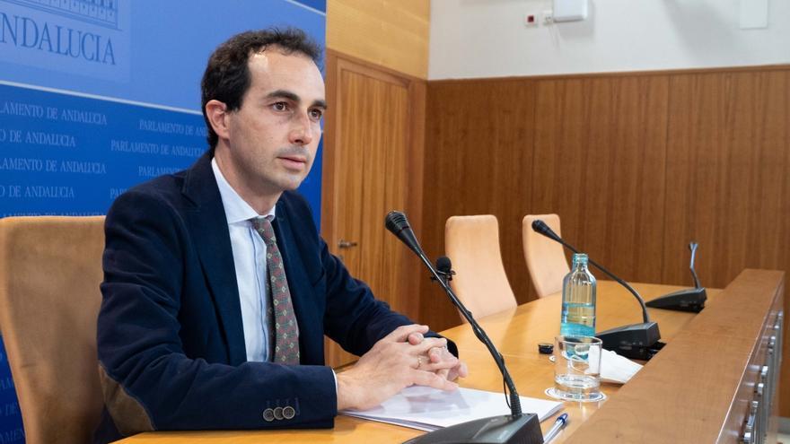 El diputado del PP-A Miguel Ángel Ruiz, en rueda de prensa este jueves.