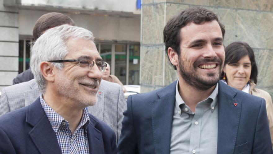 Gaspar Llamazares y Alberto Garzón a su llegada a un mitin