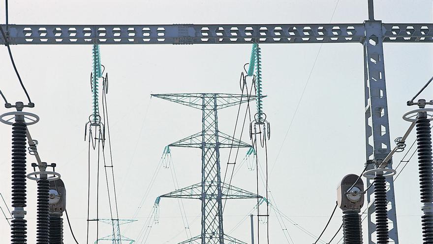 Esta ampliación de completa con el aumento del mallado de la red con la construcción de dos nuevas subestaciones en el Porís y en Abona.