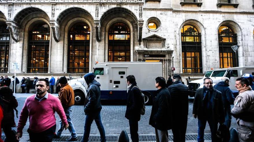 La bolsa de Buenos Aires se desploma un 14,17 % en la media sesión del martes