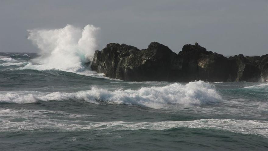 Aviso amarillo en Canarias por fuerte oleaje.