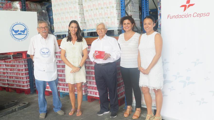 Foto de familia de la reunión entre la Fundación Cepsa y BancoTeide, en Tenerife