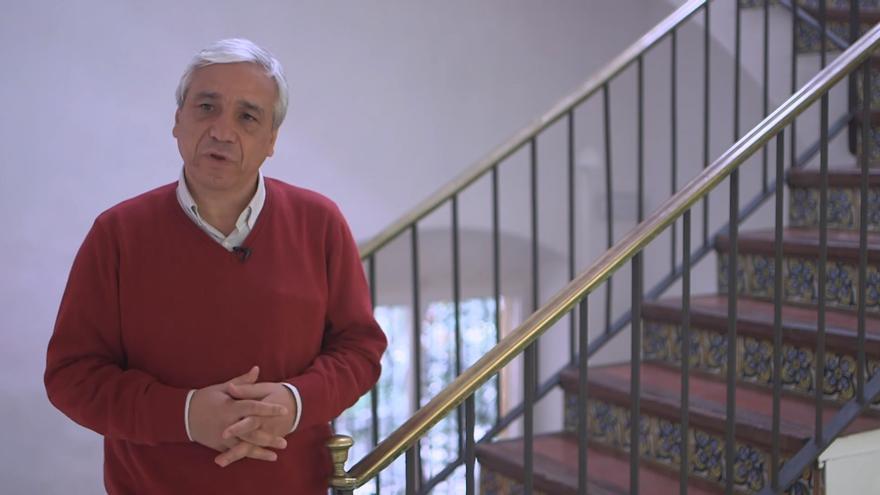 Yassin al Haj Saleh durante una entrevista con el think tank CIDOB.