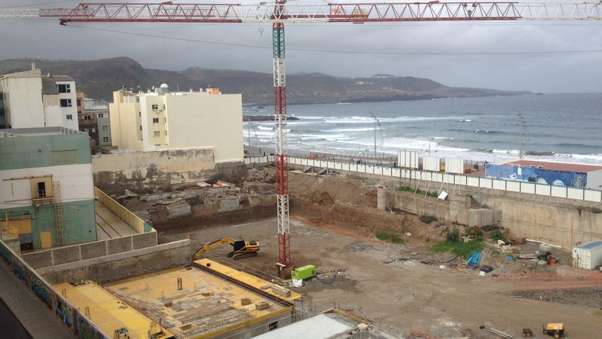 La subestación eléctrica en la parcela de La Cícer, en febrero de 2014. Iago Otero.