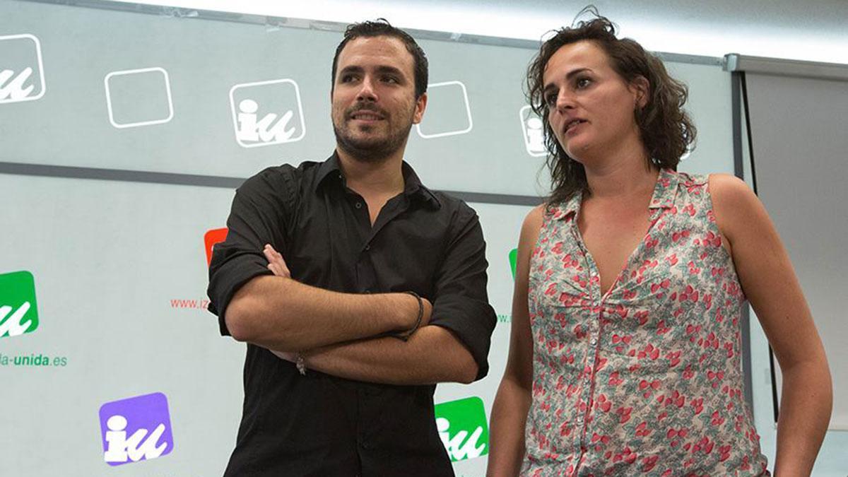 Clara Alonso junto a Alberto Garzón en una imagen de archivo difundida por el partido.