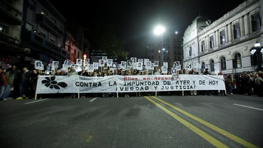 """Un mar de silencio inunda Montevideo por """"verdad y justicia"""" contra la dictadura"""