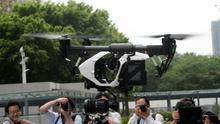 Vuelo de un dron en la sede de la empresa china DJI en Shenzhen.