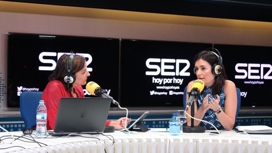 La ministra de Sanidad da explicaciones sobre las irregularidades de su máster en una entrevista en la SER