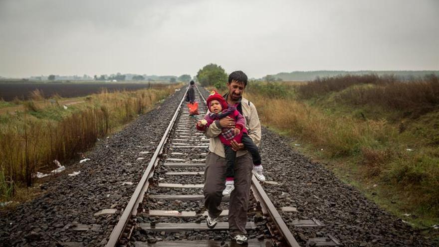 Una exposición recorre en 50 fotografías el viaje de los refugiados a Europa