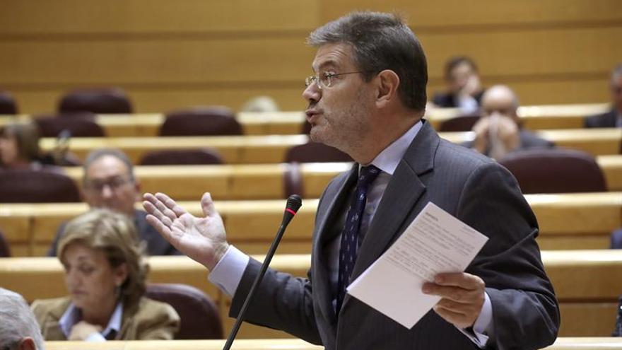 """Catalá defiende la jornada de los funcionarios igual pero ve """"margen"""" en la organización"""