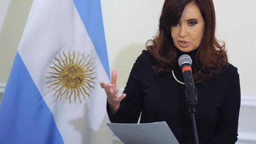 Confirman al juez argentino que mantiene procesada a Cristina Fernández