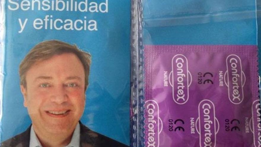 Preservativos repartidos por el PP de Getafe.