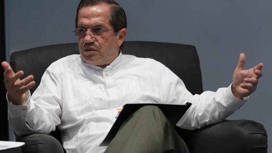 El Gobierno de Ecuador está dispuesto a cooperar con Colombia en la búsqueda de la paz
