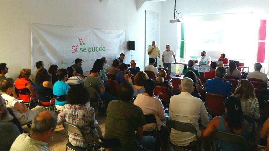 Asamblea de Sí se Puede en Tenerife, donde se ha decidido ir en confluencia con Podemos e IUC.