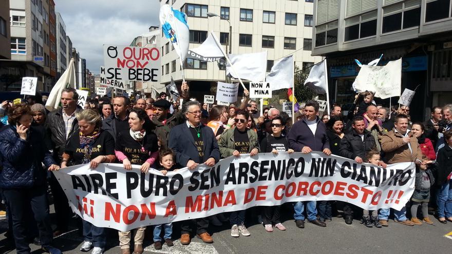 Manifestación contra la mina de Corcoesto