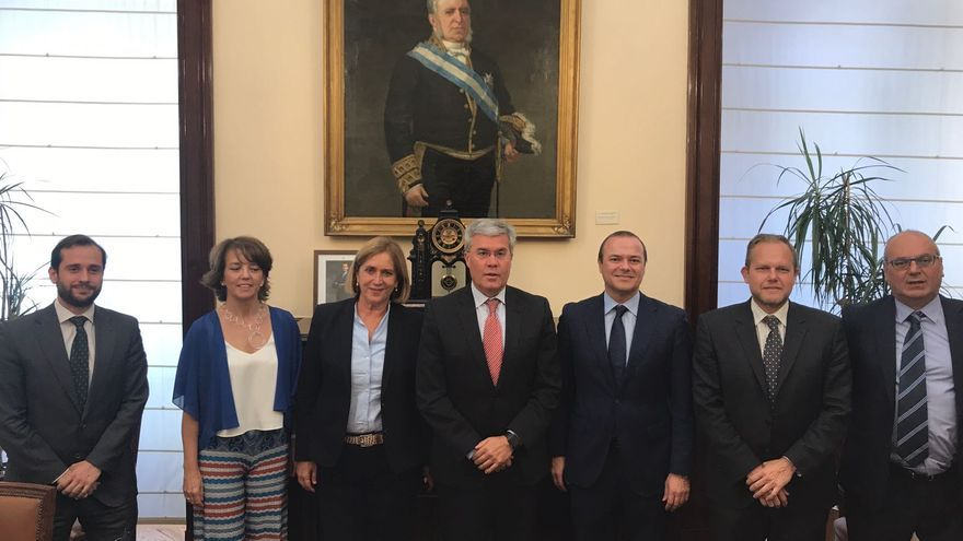 Reunión del Ayuntamiento de Las Palmas de Gran Canaria con representantes de Hacienda para financiar la MetroGuagua