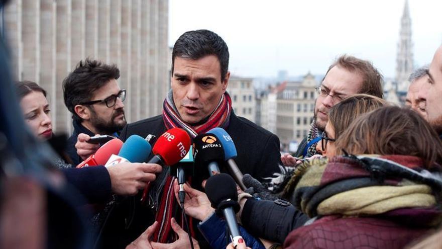 """Sánchez recuerda a Rajoy que él trabaja mientras """"otros hablan de elecciones"""""""