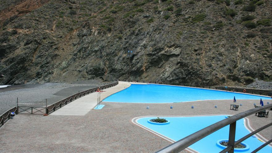El pp demanda la apertura de las piscinas de vallehermoso for Piscina vallehermoso