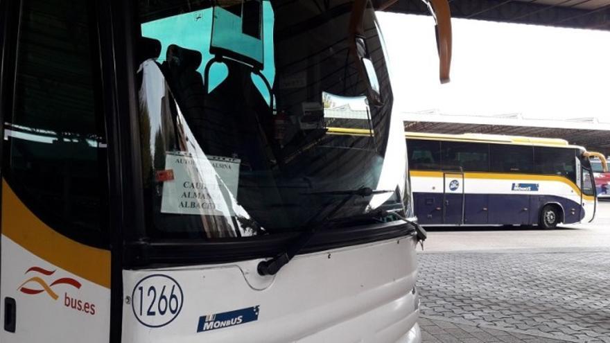 Un acuerdo entre el Ministerio y Monbus evita la supresión prevista de varias líneas de autobús