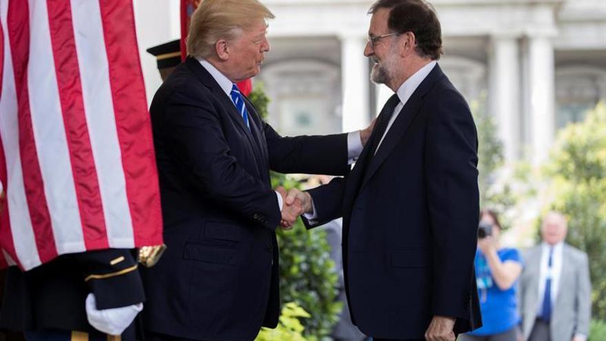 Trump da bienvenida a Rajoy en la Casa Blanca.