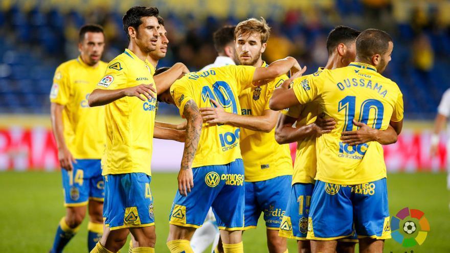 Los jugadores de la UD Las Palmas celebran el gol de Hernán Toledo frente al Deportivo de La Coruña.