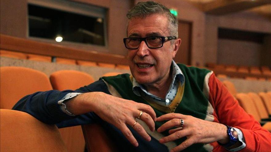 El director Emilio Sagi sale al escenario para mostrar su memoria artística