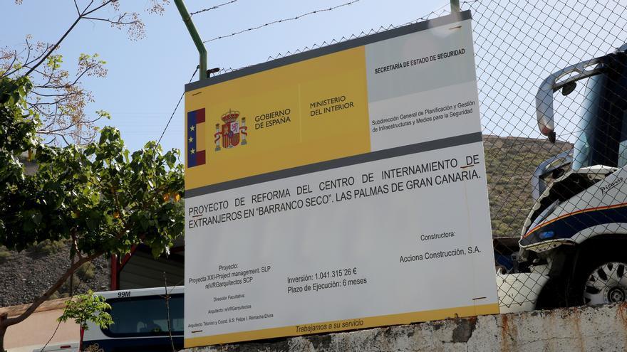 Cartel del proyecto de reforma del Centro de Internamiento de Barranco Seco, en Las Palmas de Gran Canaria.