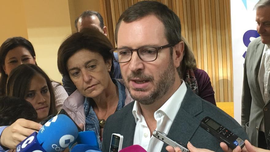 """Maroto (PP) pide a Pedro Sánchez apoyo para los presupuestos de 2018 para que no dependa del """"chantaje"""" del PNV"""