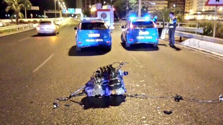 Motor del vehículo accidentado en la madrugada del 12 de noviembre en la Avenida Marítima de la capital grancanaria. (POLICÍA LOCAL)
