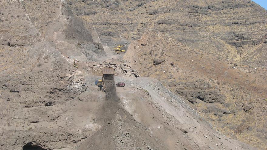 Obras que se realizaban en la carretera hacia La Aldea