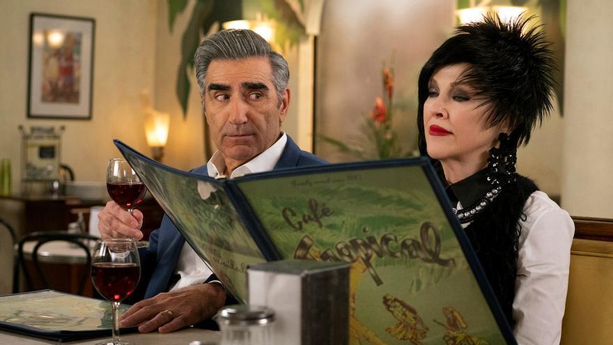 Johnny (Eugene Levy) y Moira (Catherine O'Hara) en una escena de la quinta temporada