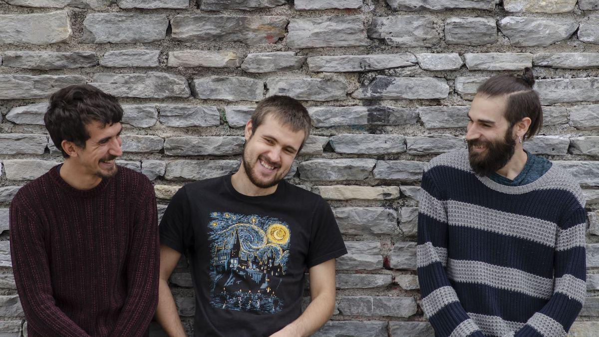 No-Land Trio