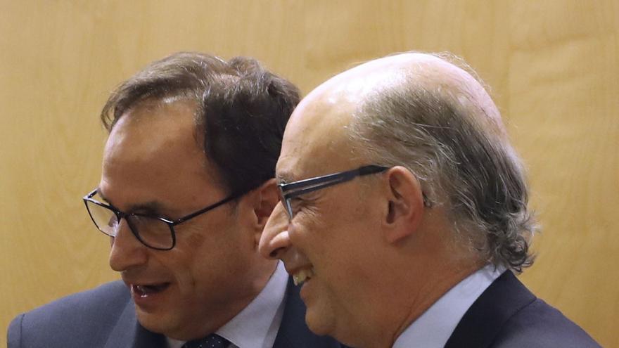 El conseller de Hacienda, Vicent Soler, junto al ministro Cristóbal Montoro en la reunión del Consejo de Política Fiscal y Financiera.