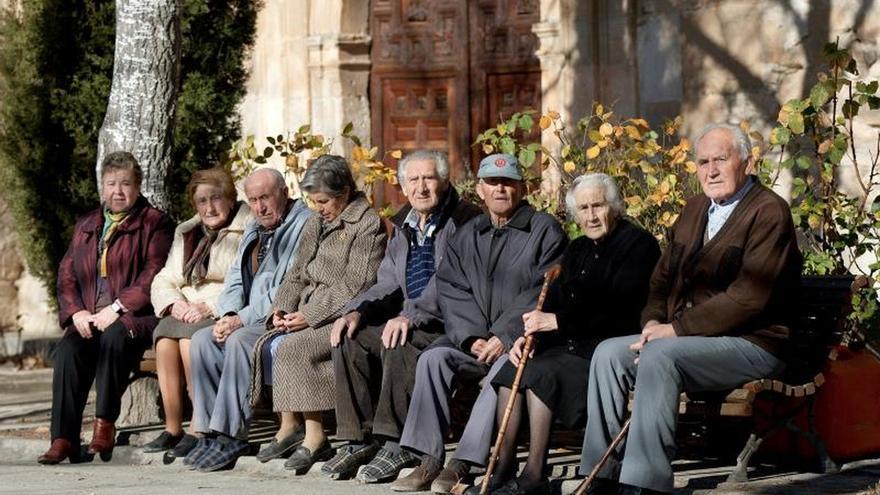 España en 2033: Más población, más vieja y más sola