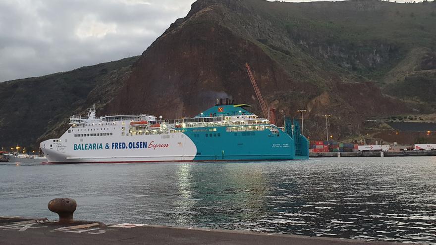 El buque 'Martín i Soler', este martes, en el Puerto de Santa Cruz de La Palma.
