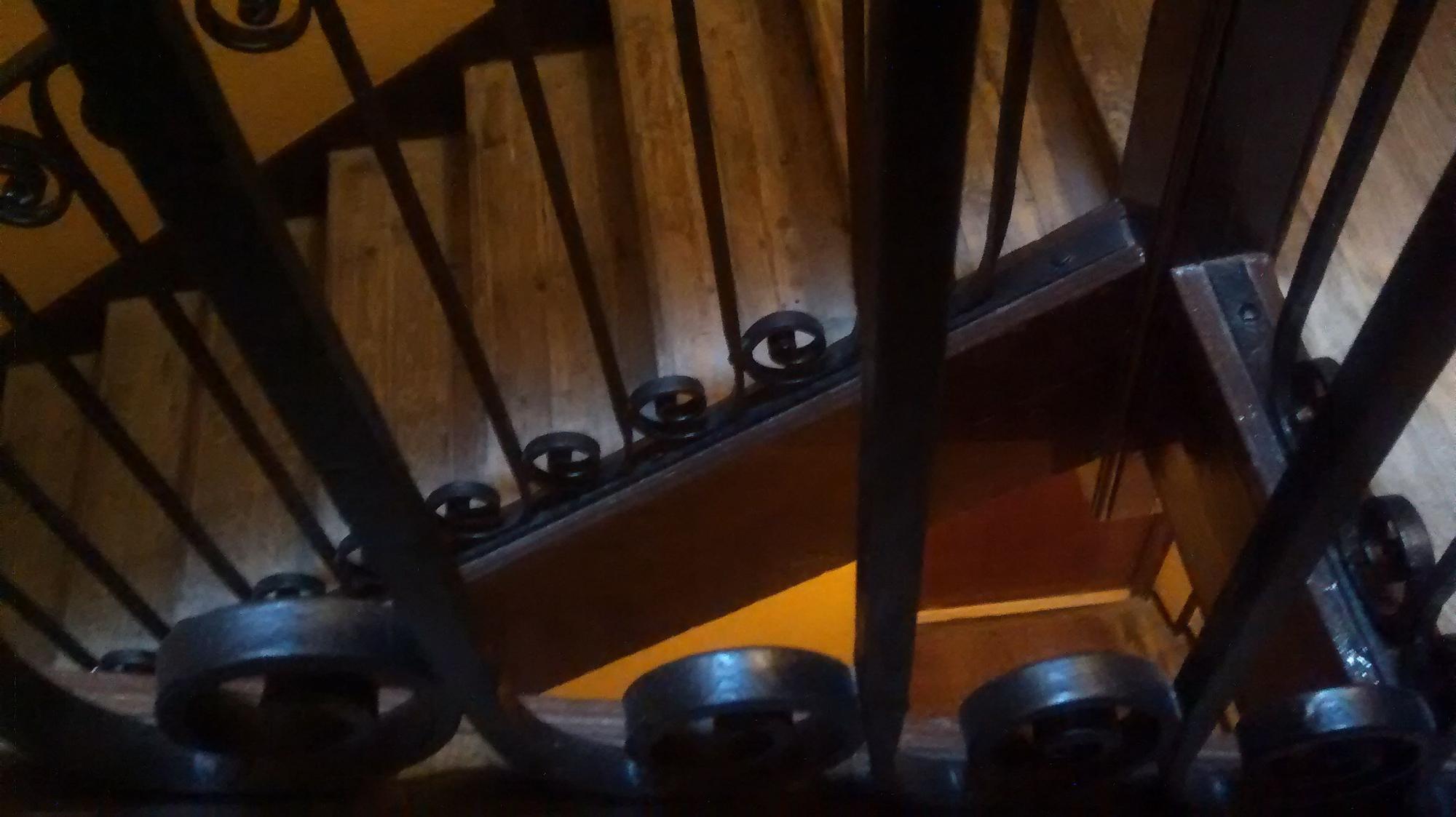 Una escalera de un edificio de viviendas de Malasaña | SOMOS MALASAÑA