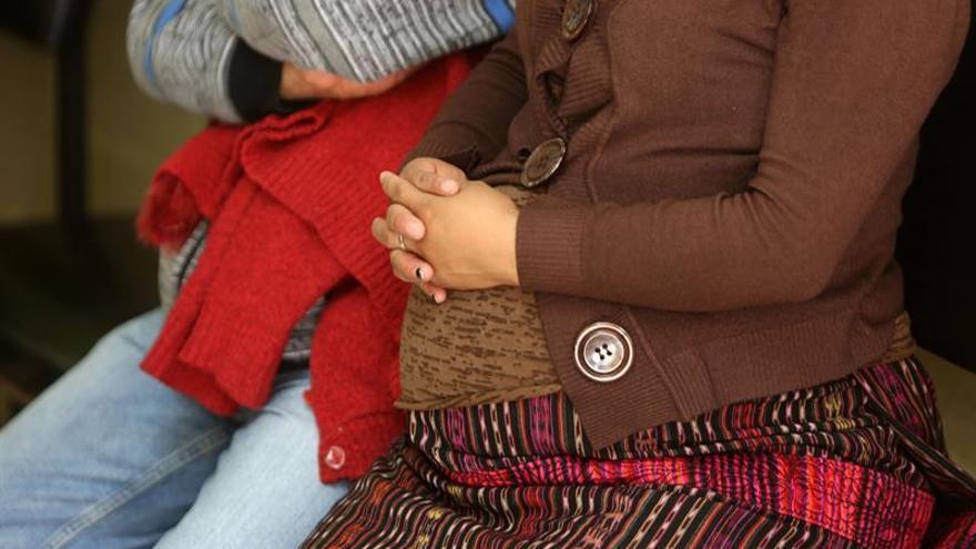 Las náuseas y el vómito en embarazo son señal de gestación saludable, según un estudio
