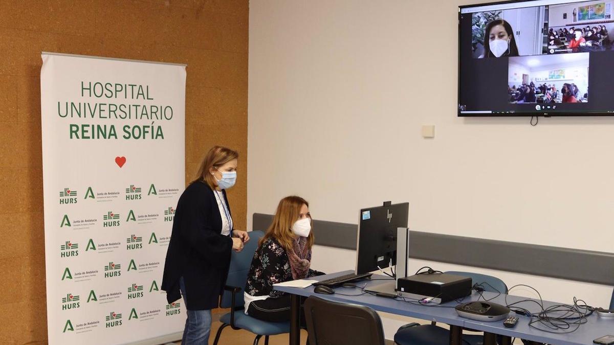 Desde la Unidad de Comunicación del Reina Sofía se coordinan las visitas escolares al hospital.