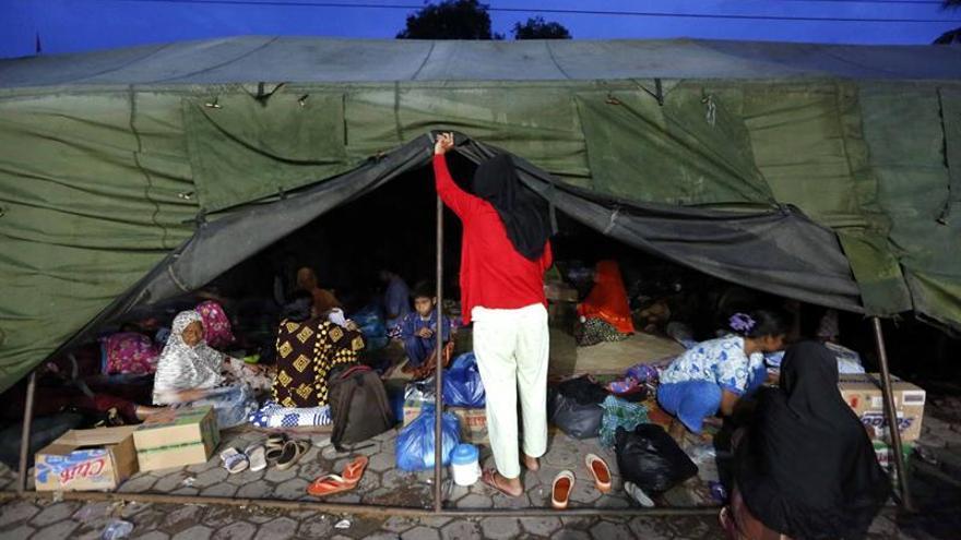 El presidente indonesio visita la zona donde un seísmo causó 102 muertos