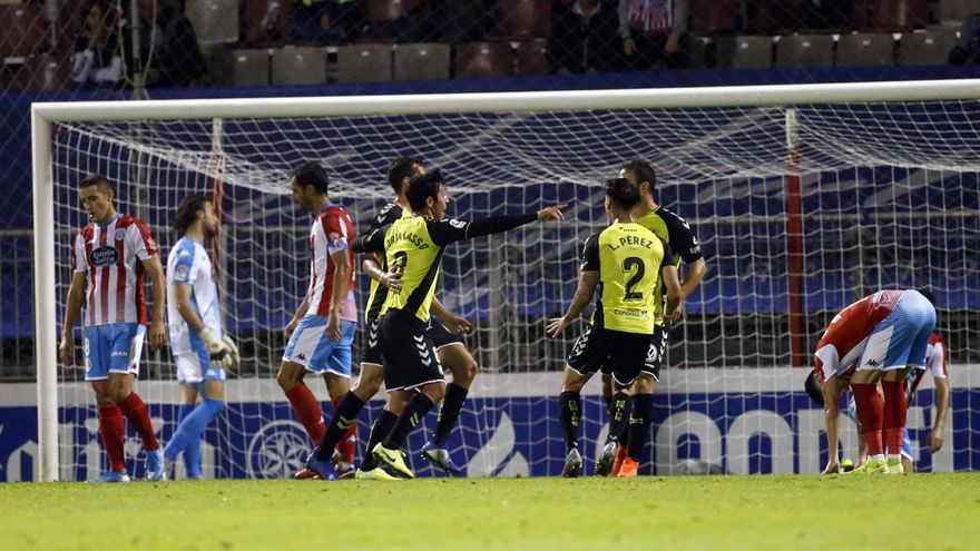 Los jugadores del CD Tenerife celebrando uno de los goles logrados el pasado domingo en Lugo.